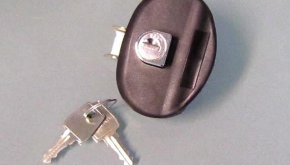 Schloss mit 2 Schlüsseln für Surfboxen und Skiboxen passed für die Dachboxen von © surfbox.de