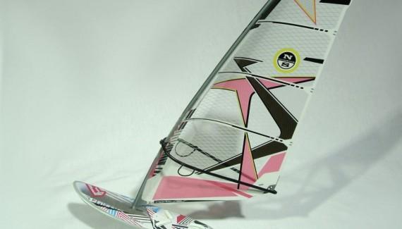 Surfer Modell Figur 1:16 North Sails / Fanatic 2.5.14 - Auf surfbox.de Hersteller der legendären SURF LINE Dachbox
