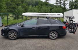 Toyota Avensis Dachbox Toyota SLB 660 roof box with surfboard rack