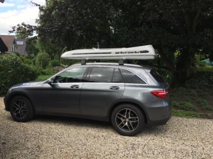 Mercedes GLC Kundenbilder Malibu Dachbox mit Surfboardhalter auf dem Deckel